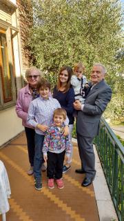 I nonni con i loro quattro nipoti: Ilaria, Michele, Lorenzo e Beatrice