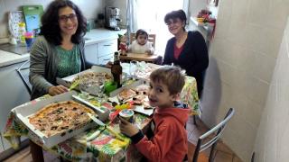Ecco il pranzo a base di pizze da asporto...