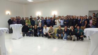 Foto di gruppo, con baffi, per salutare Rinaldo