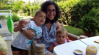 Silvia e i bimbi in giardino